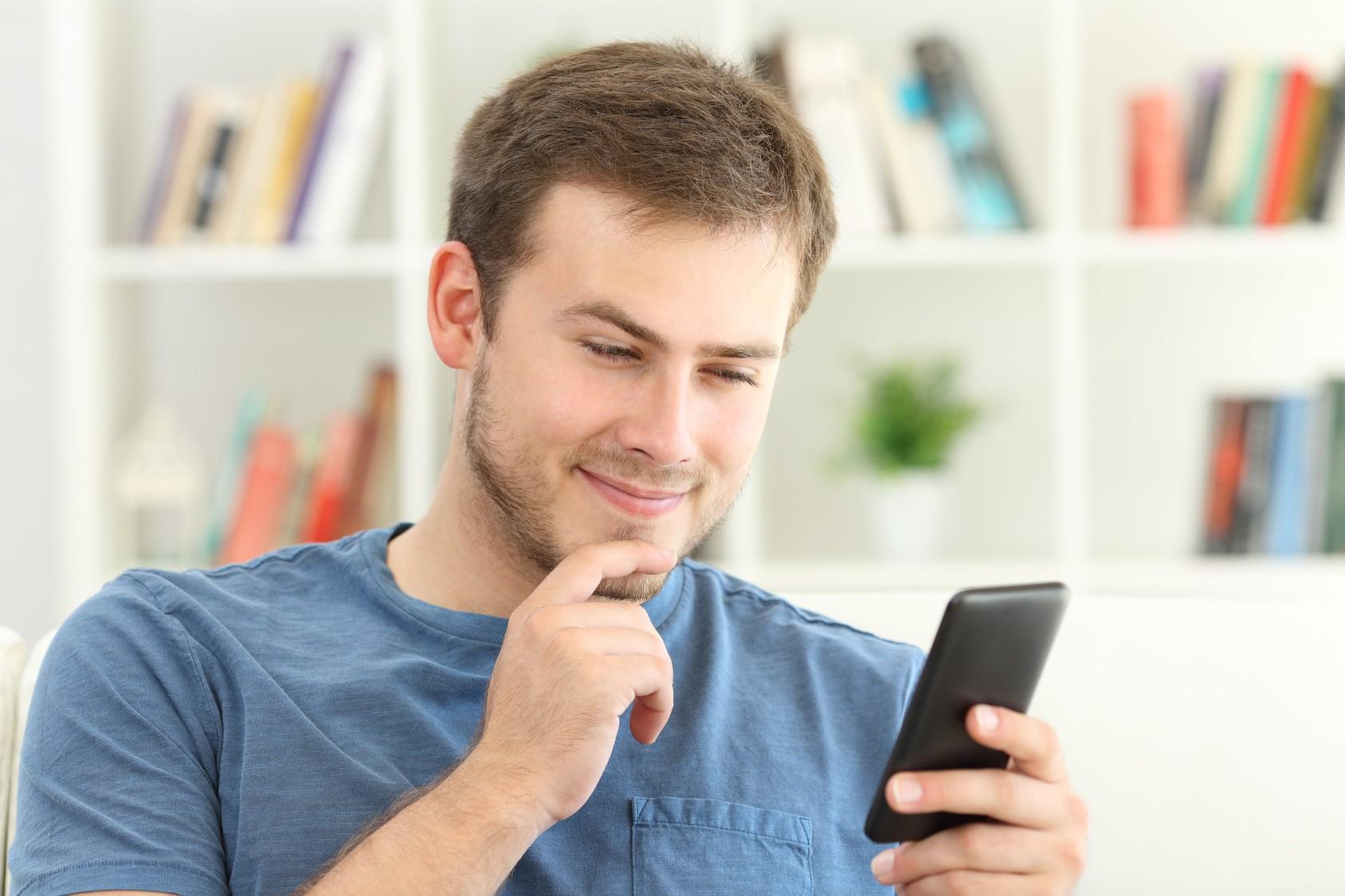 просматривать информацию в телефоне